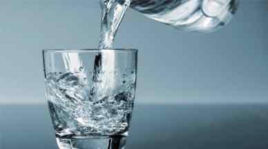 وقتی ناشتا آب میخورید چه اتفاقی در بدن میافتد؟