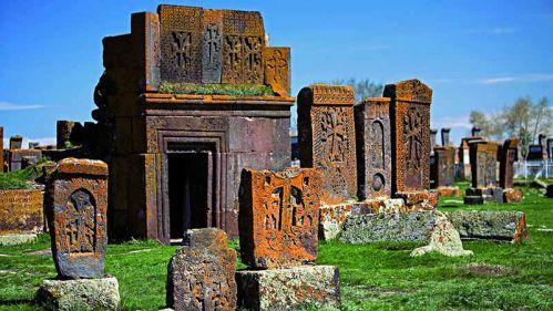 خاچکار ها در قبرستان نوراتوس