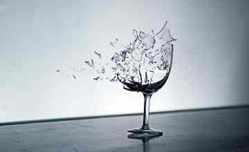 آیا فریاد کشیدن می تواند شیشه ها را بشکند؟