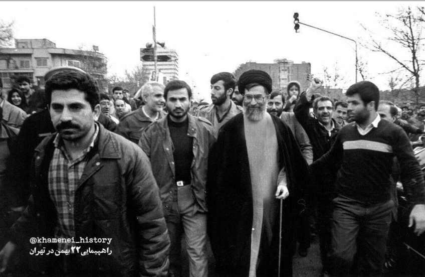 عکس/ آیت الله خامنه ای در راهپیمایی 22 بهمن دهه شصت