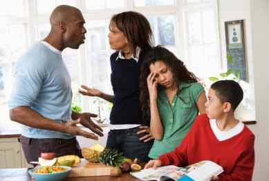 ۷ عادت غلط والدین برای فرزندانشان در سنین نوجوانی