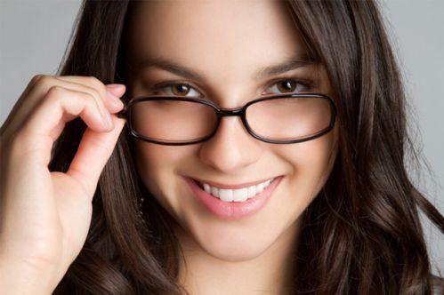آرایش چشم برای خانم های عینکی