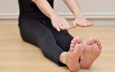 چگونه انعطاف پاها را تقویت کنیم