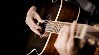 آشنایی با تاریخچه ساز گیتار و انواع ساز گیتار