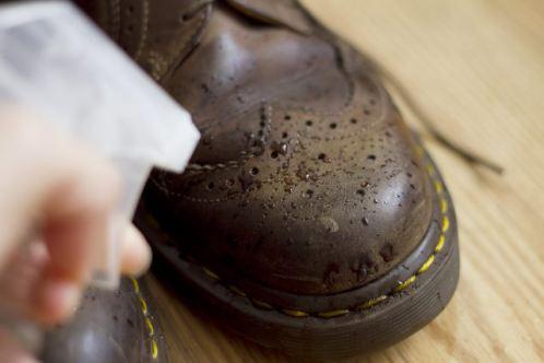 چگونه کفشی که برایم بزرگ است را تنگ کنم؟