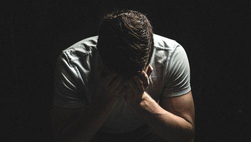 چرا مردان کمتر از زنان گریه می کنند؟؟