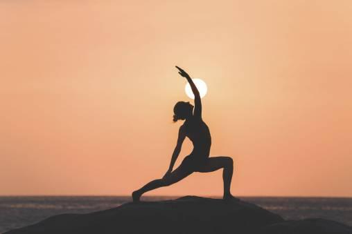 برای داشتن یک شکم صاف ، این تمرینات یوگا را انجام دهید