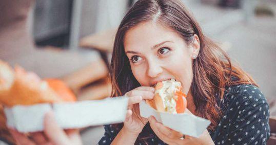 10 عادت شبانه زمینهساز چاقی