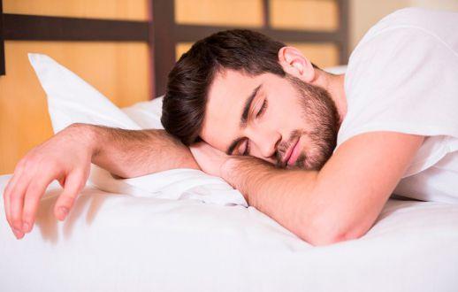 به چه دلایلی خوابیدن روی شکم خطرناک است؟؟